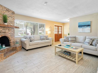 Gorgeous WATERFRONT home minutes to the Beach! 3bed/2bath, Sleeps up to 8 Guests