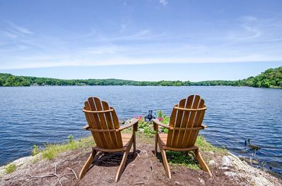 Book this luxurious lakefront retreat for your neThe views simply never get old.