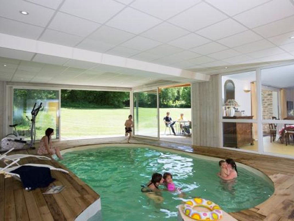 Saint silvain bas le roc house villa st silvain for Piscine creuse