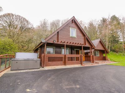 Photo for PINES PITCH, pet friendly, with hot tub in Knighton, Ref 996560