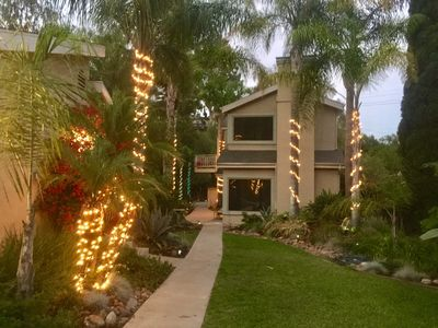 Private Jungle House w/Camping option, fire pit, BBQ, patios...minutes to all!