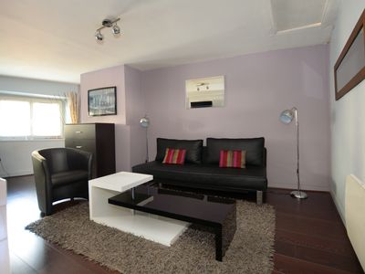 Photo for Downtown, quiet and cozy 1 BR apt (46 sqm)