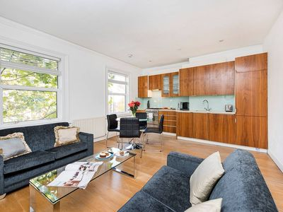 Photo for Bright 2BR Apartment in NW London
