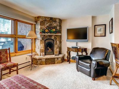 Photo for Mountain view condo in ski-in/ski-out complex, on-site pool/hot tub