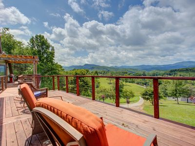 Photo for Gorgeous dog-friendly cottage w/stunning mountain views & hot tub
