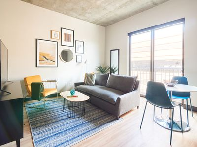 Photo for Sonder | Mill Ave | Warm 1BR + Yoga Room