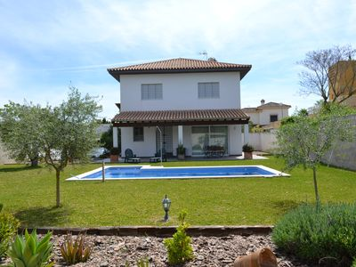 Photo for Magnificent villa with private pool and large garden 17km from Seville. Wifi