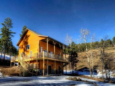4 bedroom cabin with access to great trails near Deadwood.