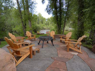 3,000 Sq/Ft Home on the River! Quiet & Private 2 Acres! Fire Pit and Game Room!