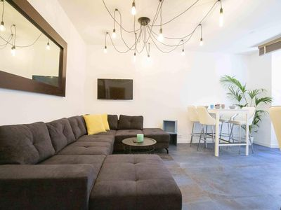 Photo for Luxury townhouse up to 15 people, private jacuzzi, old town