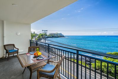 Breath taking views on the coastline and Royal Kona Hotel!