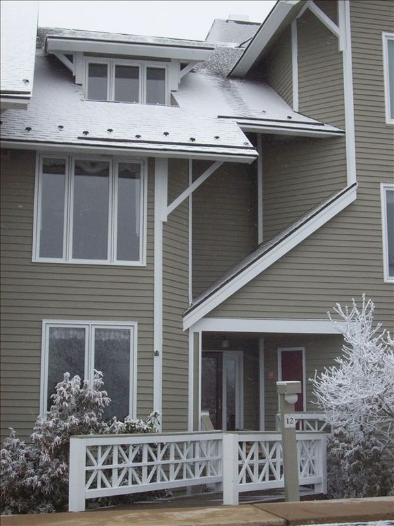 3 bdr 3 5 bth townhome close to skiing homeaway for Ski liberty cabin rentals