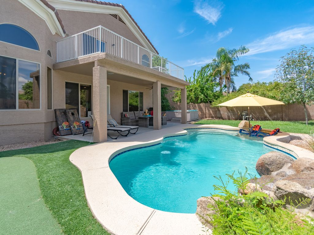 SCOTTSDALE DREAM HOME W/AMAZING OPEN CONCEPT+POOL+HOT TUB+PUTTING  GRN+GAMEROOM