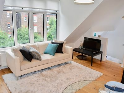 Photo for Gorgeous and Trendy London Studio (FR9)