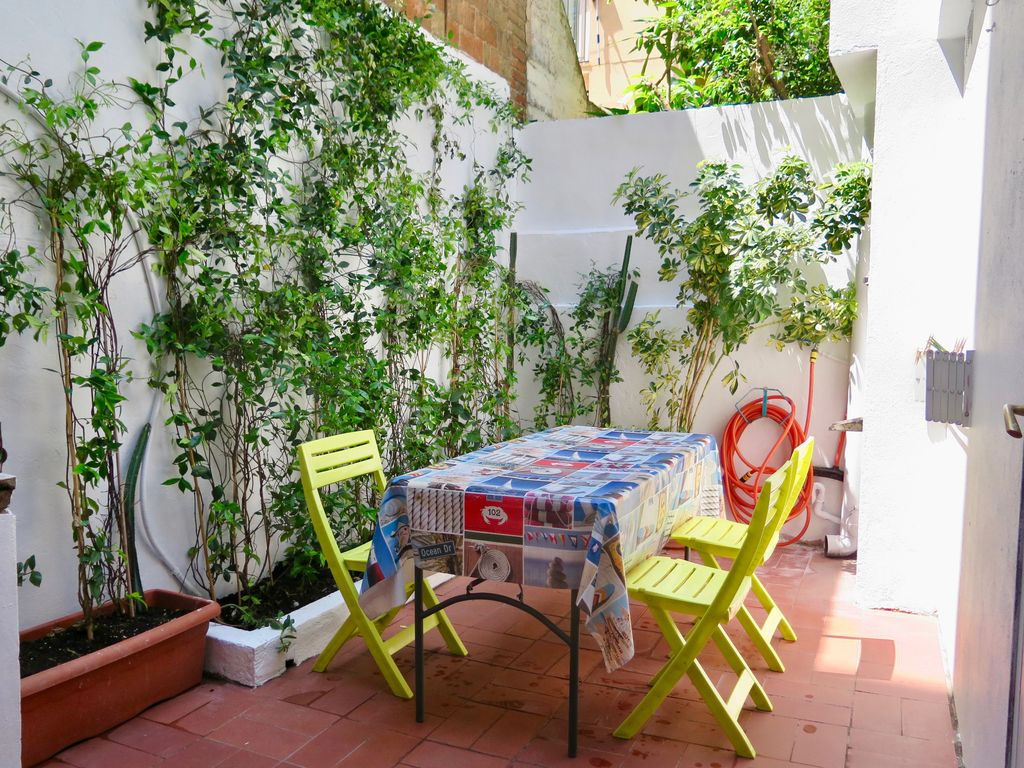 Enjoyable Mirabarna Patio 1 Near Sagrada Familia 3 Bedrooms For 4 8 Persons El Clot Home Interior And Landscaping Mentranervesignezvosmurscom