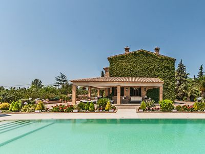 Photo for Villa with magnificent pool and outdoor area. Ideal for families and groups.