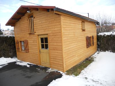 Photo for Independent wooden chalet, swimming pool with salt in 500 m and close to Saint-Flour