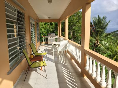 Spacious Hillside 1-Bedroom House with Fabulous Ocean Views (WiFi, SatTV + more)