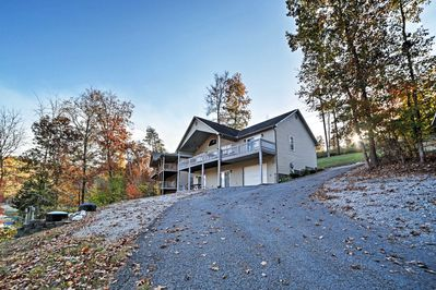 Escape your everyday realities when you stay at this Caryville vacation rental!