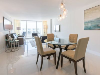 Downtown Miami 3442 | Luxury 1BR Waterfront Condo | Free Valet Parking
