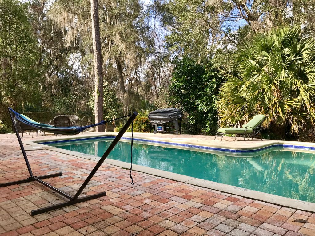 New lower price pool home walking distance to uf and - Stadium swimming pool bloemfontein prices ...