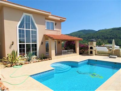 Photo for Luxurious Villa with private pool, sea view and 2 jacuzzis