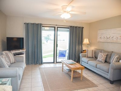 Photo for Ground floor, park at your front door.  Dog friendly up to 25 lbs. Sleeps 6