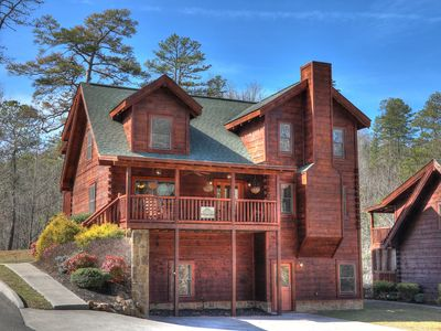 Great 6 bedroom just minutes from Pigeon Forge!