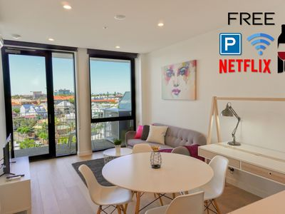 Photo for Luxury Central 2 Bed*Carpark*Pool*WiFi*Netflix*Gym