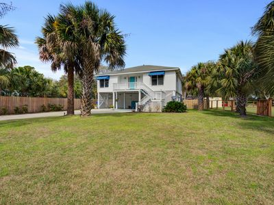 Photo for Two-story Retreat w/ private pool + free WiFi just walking distance to beach!