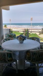 Photo for Excellent apartment facing the sea, with accommodation for up to 14 people