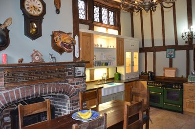 Similar view of the kitchen