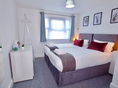 Photo for Ground floor apt for 6. Free parking. Nr Stansted.
