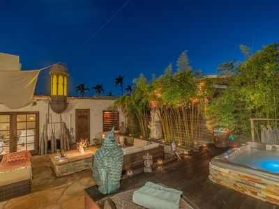 Private oasis w/ jacuzzi 10mn away from the beach and downtown