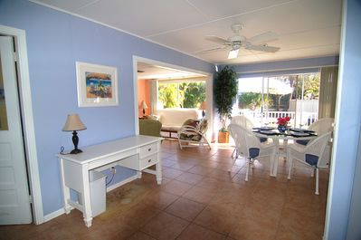 5 STAR, Pet Friendly, Sunny,Private Cottage with Old Florida Charn Mins to  Beach - Sanibel