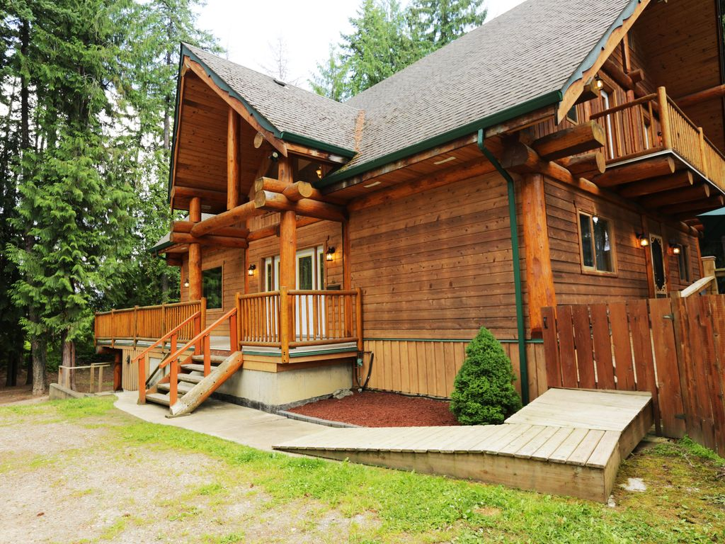 Son Country Chalet, Shuswap's Best Family Vacation Rental - Hot Tub / Pool  Table - Scotch Creek