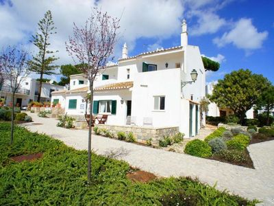 Photo for Cerrinho is a three bedroom townhouse located beside the beach in the Vale do Lobo resort. The bars, restaurants and shops at the Vale do Lobo Praca are a few minutes walk away.