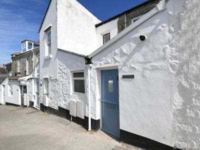 Photo for Star Thrower: Three bed townhouse just above harbour with outside space and view