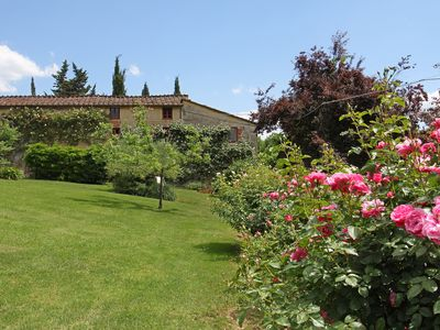 Photo for Private House inside a farmestate with pool & tennis court at 10 km from Lucca