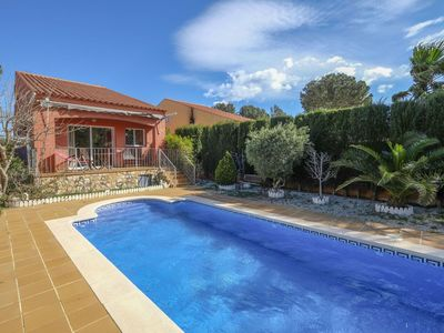 Photo for Cosy apartment for 6 guests with private pool, A/C, TV and parking