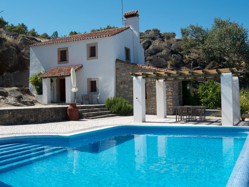Holiday villa with private swimming pool marvao alentejo for Private swimming pool