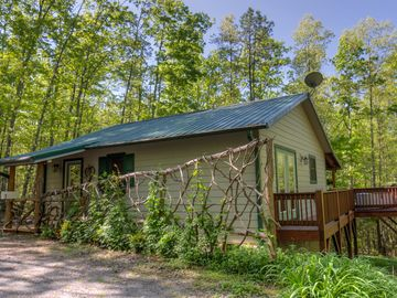 Heavenly Hideaway Cabin, Hot Tub, Lots of Privacy in the Woods