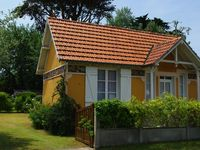 Very pretty well-appointed cottage close to beach and shops in the heart of Cote des Isles