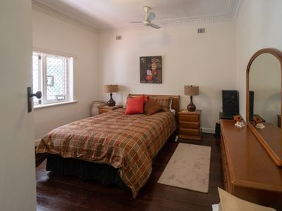 Photo for One Bedroom Bungalow huge parking sleeps two
