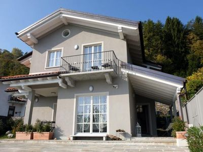 Photo for Detached 3-bedroom house with beautiful outdoor area and dream lake view