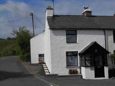 Photo for Beautifully refurbished, cosy cottage, conveniently located.