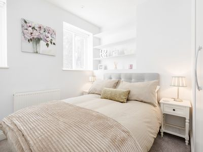 Photo for Immaculate & Light 2-Bed Notting Hill/Portobello Apartment