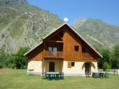 Photo for Quiet chalet, all comfort, with covered heated swimming pool and Whirlpool Spa