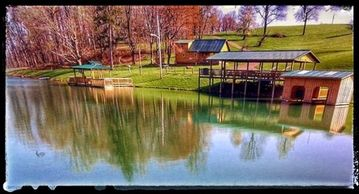 Bed & Breakfast: Diamond Lake Cabins - Old Red