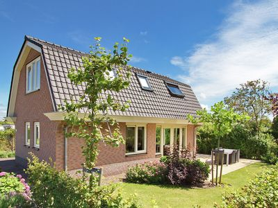 Photo for A comfortable detached villa in a holidaypark near both the sea and the attractive town Noordwijk
